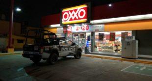 Motor ratones asaltan Oxxo 1