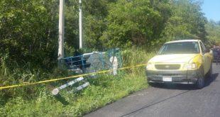 Se desprendió remolque y chocó contra poste de CFE, en el poblado de Nuevo Campechito (1)