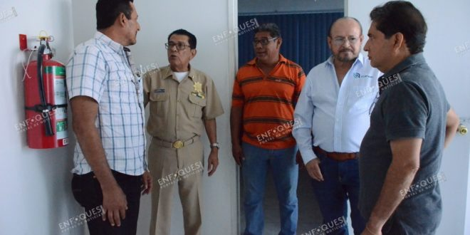 Autoridad de Capitanía de Puerto apoya a ex obreros de Oceanografía